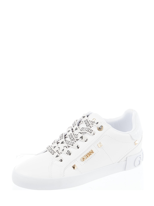 Guess – Sneaker mit Nietenbesatz Modell 'Puxly' – Weiß