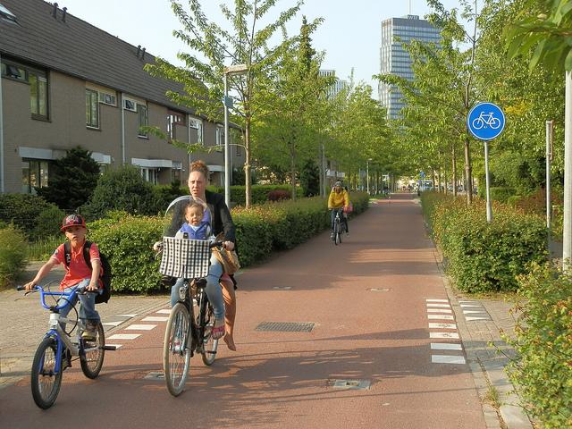 Fietsen in Almere. Foto: Gemeente Almere