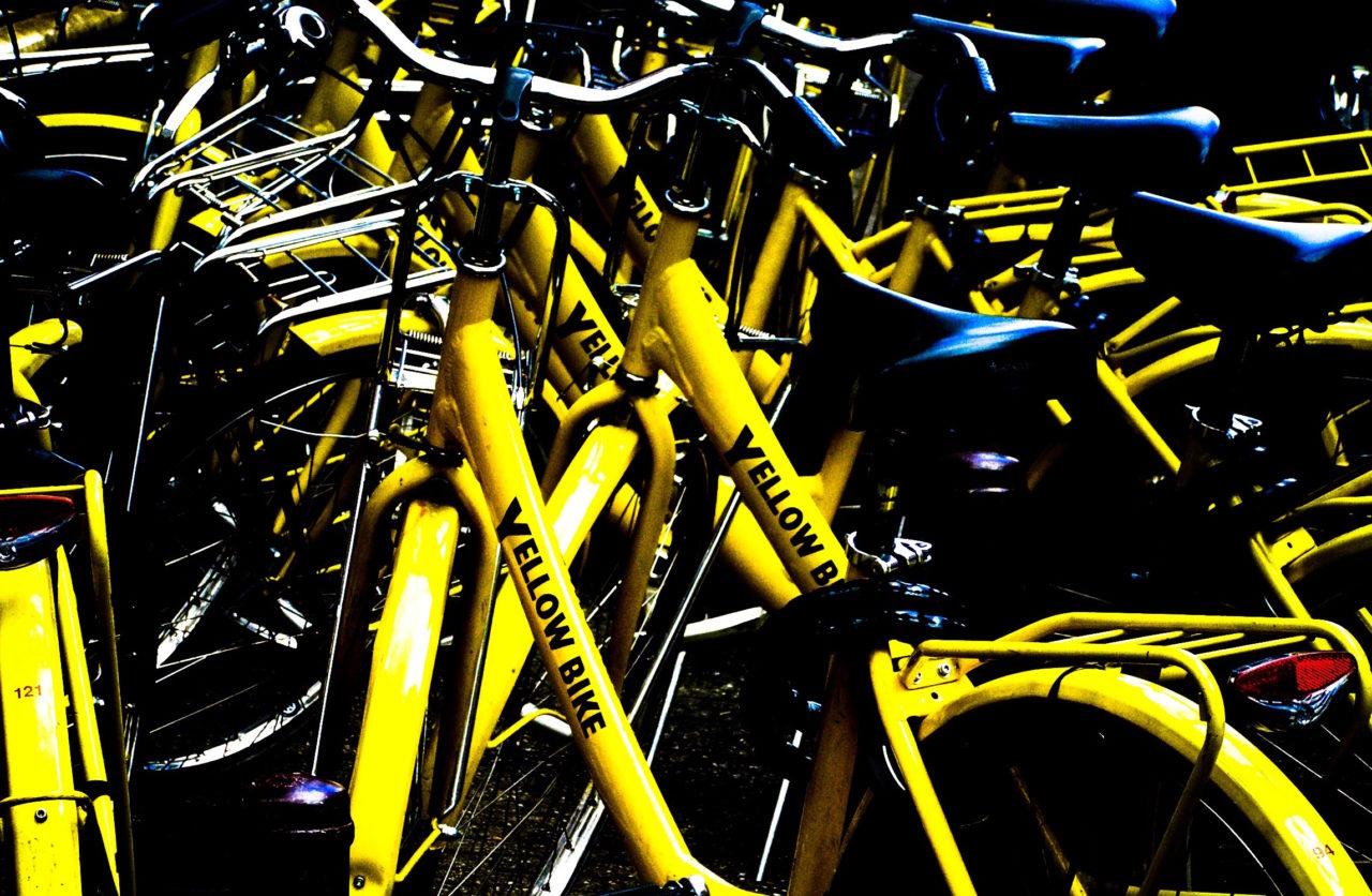 Gele huurfietsen in Amsterdam