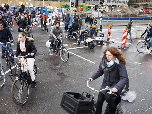 het drukste fietspad van Nederland, het Smakkelaarsveld in Utrecht