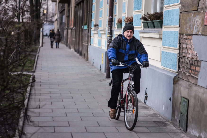 Krakow cyclists use sidewalks