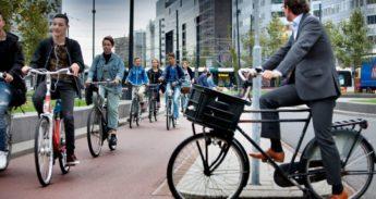 fietsende werknemer