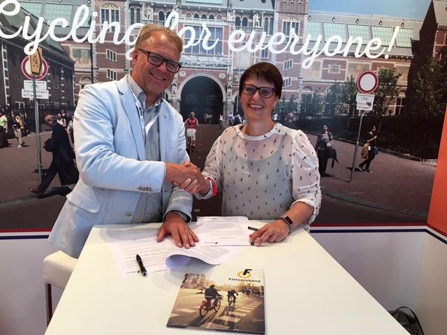 Directeur Saskia Kluit en Douwe Boeijenga, commercieel directeur van ENRA
