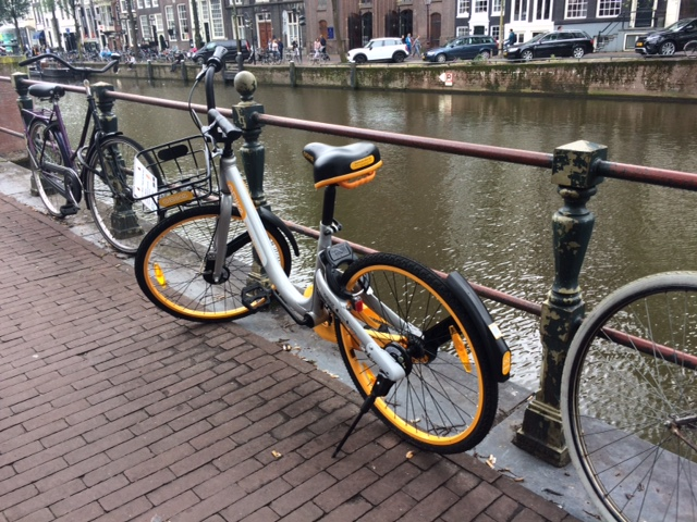 deelfiets van oBike in Amsterdam