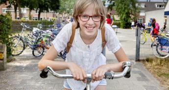 fietsend schoolkind
