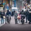 Fietsers en voetgangers door elkaar