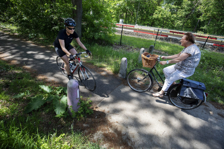 Op de grens van Soest en Zeist gaat een breed fietspad over in een smal fietspad.