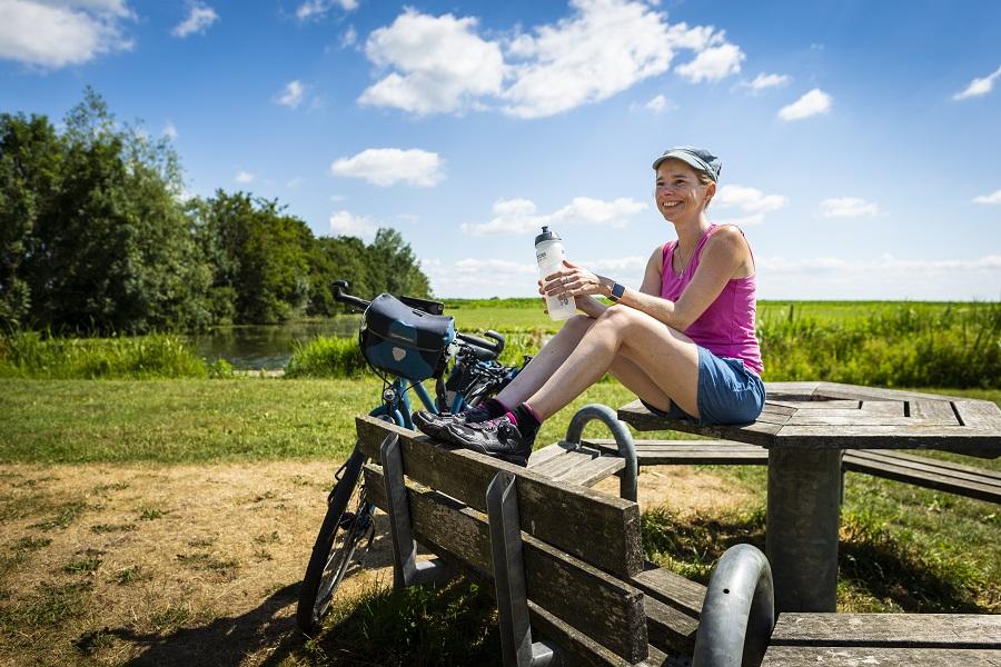 Schrijfster Jessica de Korte rust uit bij Lopik