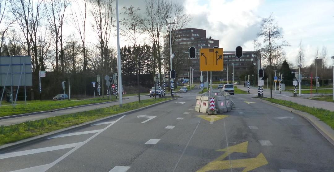 Bij deze kruising is een voorsorteerstrook weggehaald. De snelheden dalen, daardoor kan het stoplicht uit.