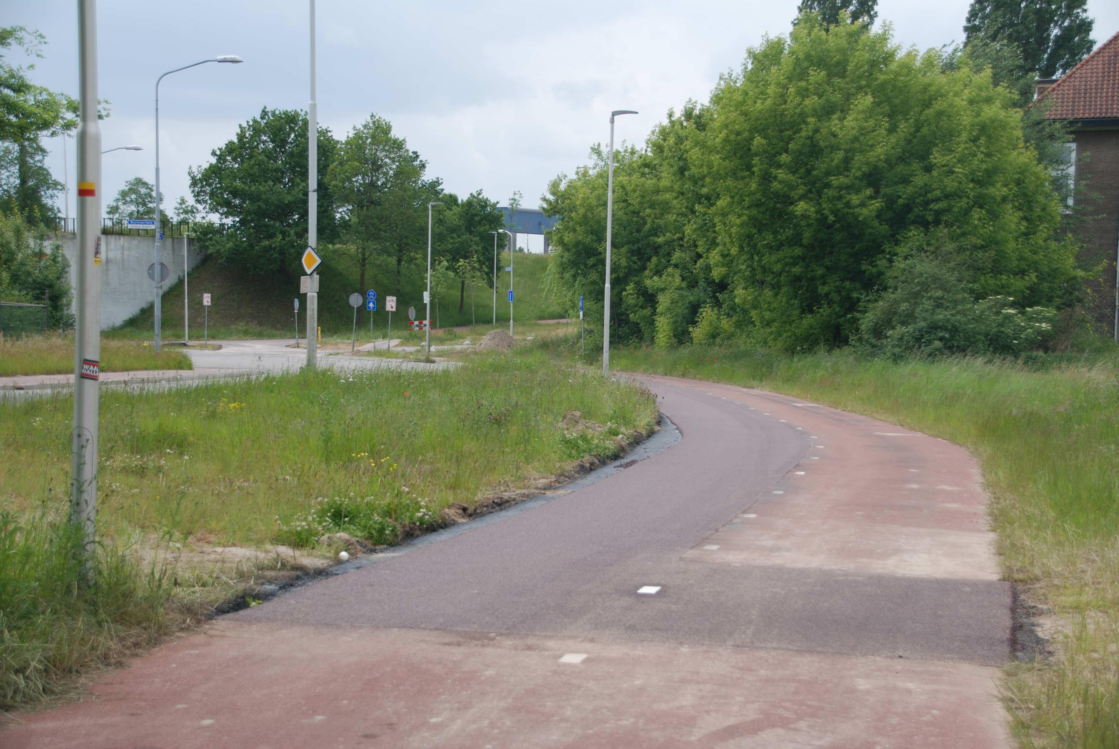 Mooi glad, rood asfalt