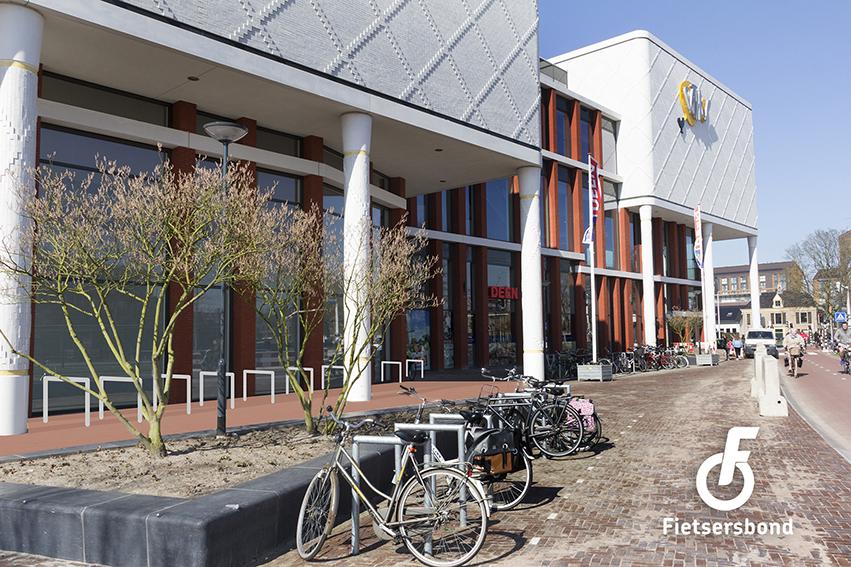 Bewerkte foto: Katwolderplein: idee voor fietsparkeren