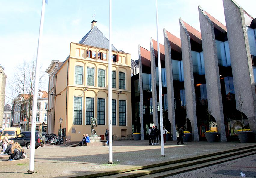 Foto: Grote Markt met stadhuis: huidige situatie