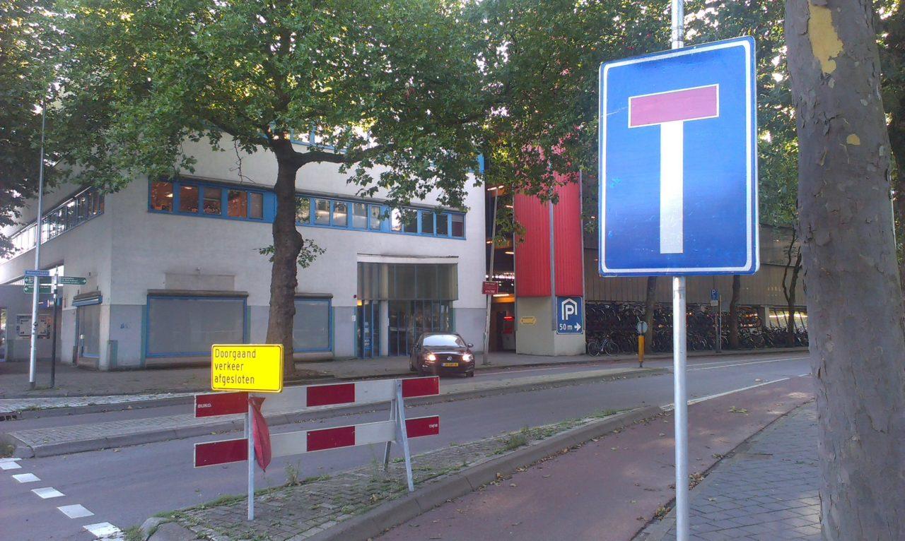 Foto: Begin Westerlaan: je denkt dat ALLE verkeer gestremd is.