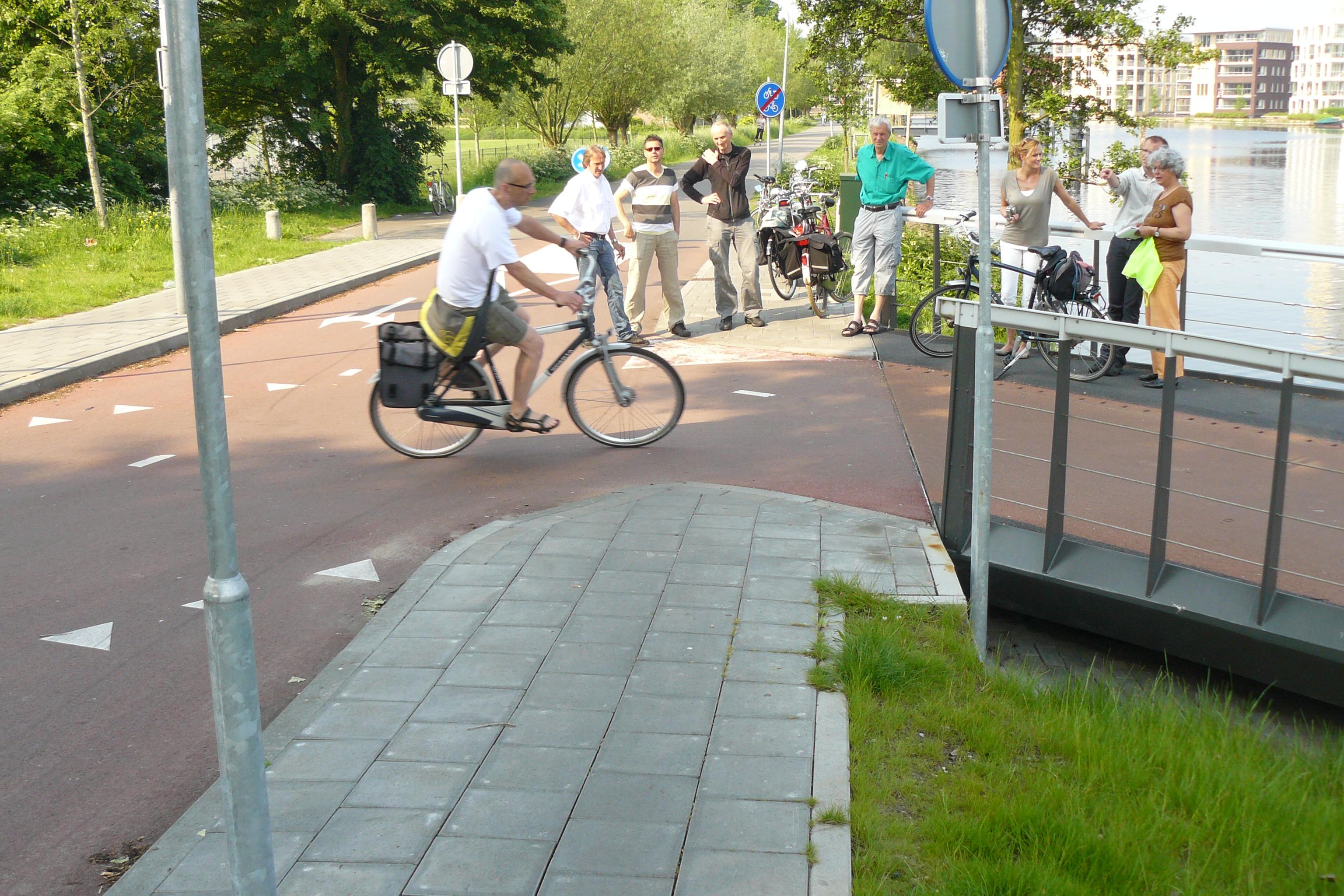 2012-06_P1720310_Schouw_bij_krappe_bocht_fietsonderdoorgang_Buitenrustbruggen