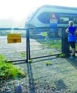De spoorwegovergang bij het laantje van Alverna moeten weer opengesteld worden.