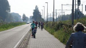 116-Leidsevaartweg-drukte-op-het-tweerichtingenfietspad-met-wandelaars