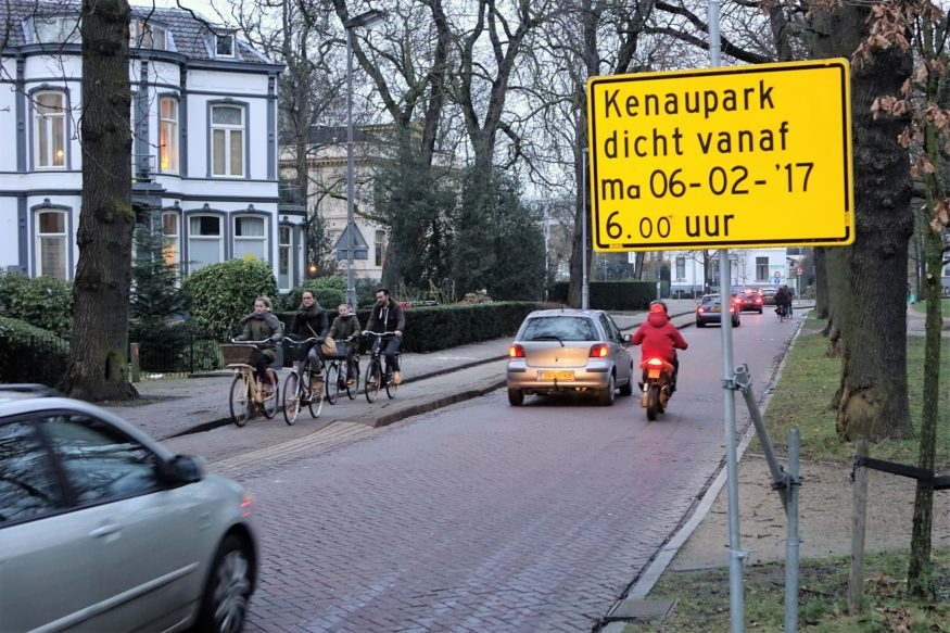 Kenaupark-voor-herinrichting-5-2-201-met-vrijliggend-fietspad-links-en-fietsstrook-met-slechte-belijning-rechts