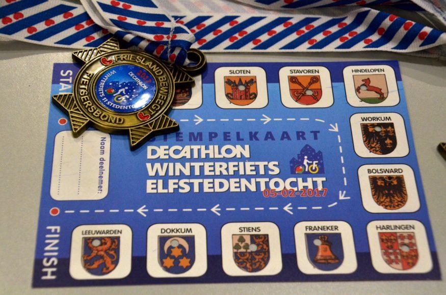 Medaille en stempelkaart winterfiets elfstedentocht