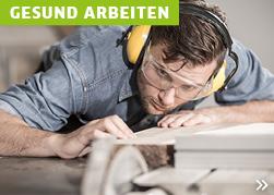 Mann mit Gehörschutz
