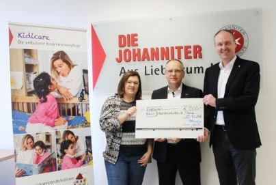 In Mainz nahmen Sarah Weber und Stefan Jörg  den Scheck von Wilfried Röttgers entgegen (vl.r.) / Foto: mitcaps GmbH