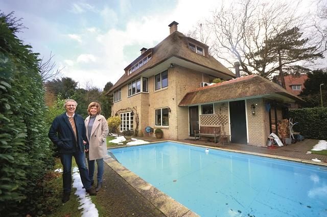 Vrijstaand huis met een zwembad het financieele dagblad for Huis voor paardenliefhebbers te koop
