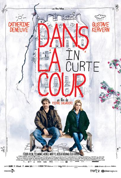 In the Courtyard / Dans la cour