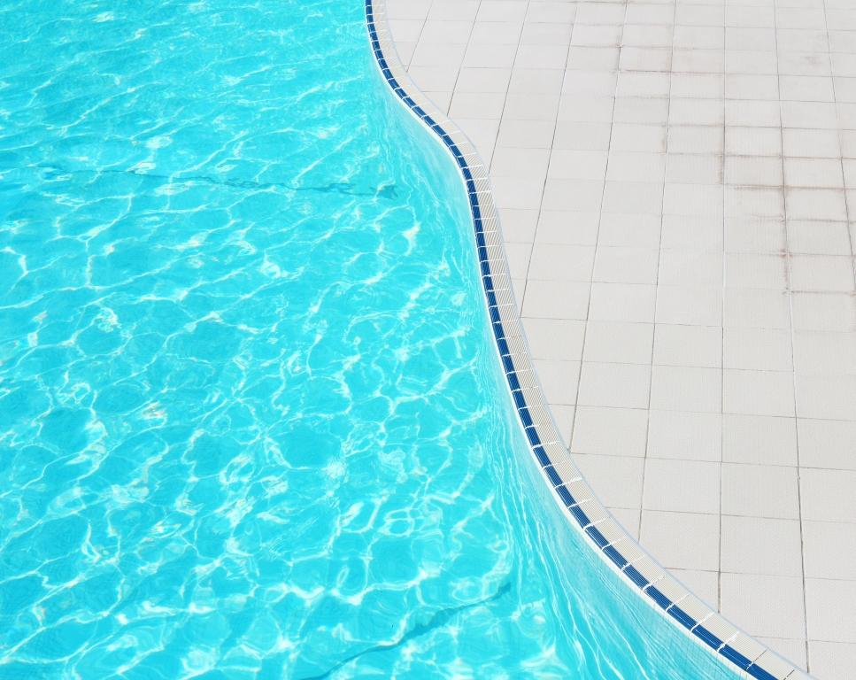 Cómo no morir ahogado por los gastos de tu piscina