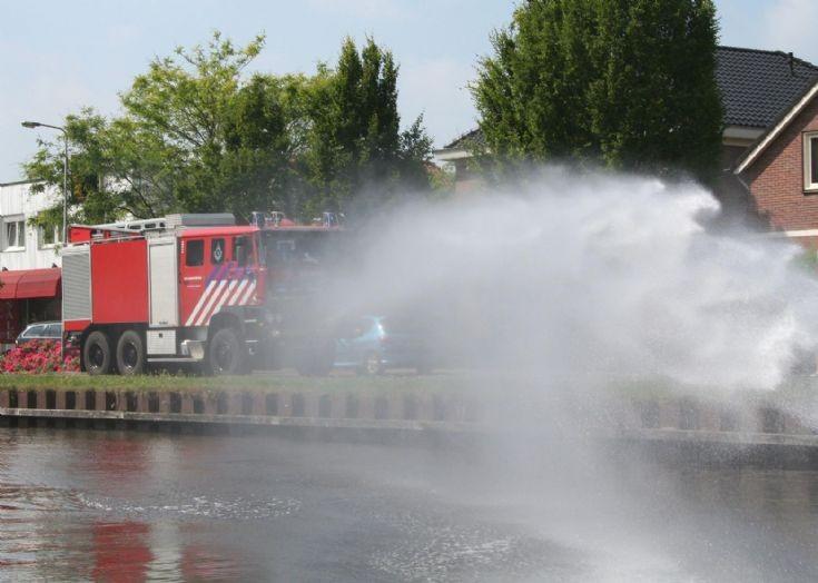 Royal Dutch Army Ginaf F3328 watertender in action