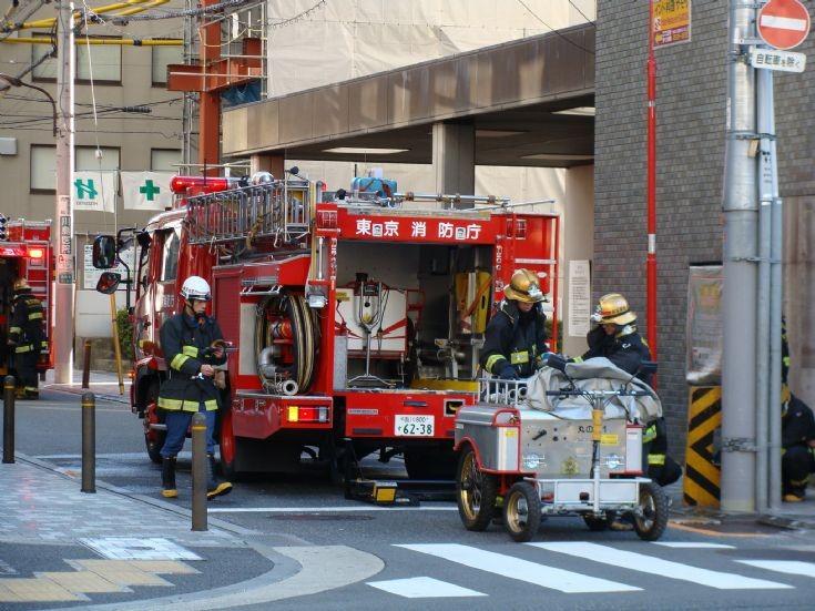 Tokyo Fire Department - Hino pumper at Alarm 5