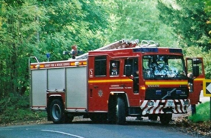 Volvo FL6.14/Saxon WrL Surrey T864 RCF
