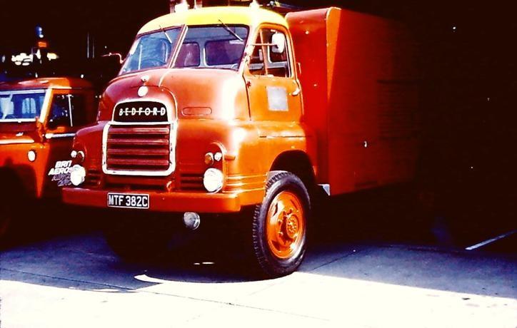 MTF382C Bedford R HLL
