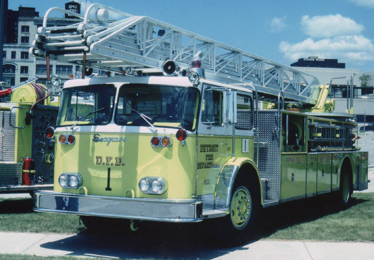 Detroit Fire Department 1982 Seagrave Ladder