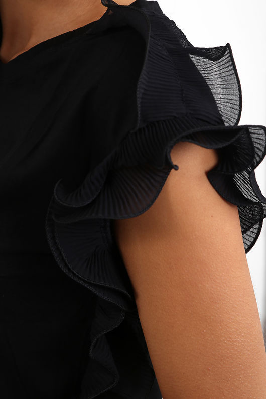 Ruffle Sleeve portrait detail Top