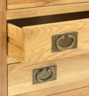 Va31 Drawers Close Up 1441893105