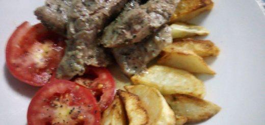 """Sans doute l'une des plus faciles à réaliser, le steak qu'il soit """"nature"""" ou avec des condiments tels que le poivre reste la plus débattue. Pour ma part, je vous livre ma recette du steak au poivre."""