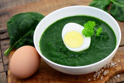 Senf-Eier mit Spinat