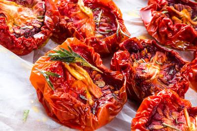 Salat mit getrockneten Tomaten und Gouda