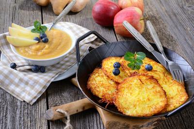 Kartoffelpuffer mit Apfelmus (vgn)