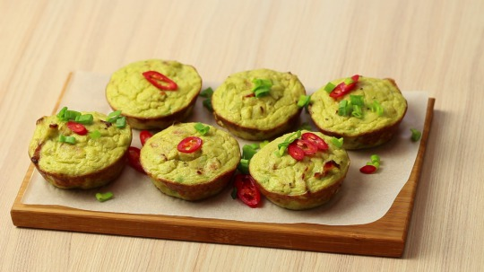 Rezept: Low Carb Cauliflower muffin with avocado, bacon and egg