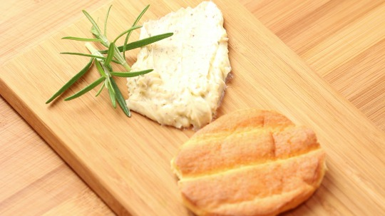 Rezept: Low Carb Rosmarin-Butter