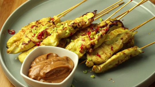 Recipe: Low Carb Chicken Skewers with Peanut Sauce