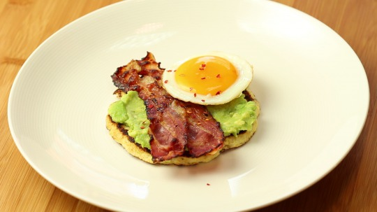 Recipe: Low Carb Cauliflower Toast Topped with Avocado, Bacon, and Egg
