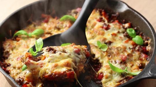 Rezept: Low Carb Überbackenes Mozzarella-Rinderhack