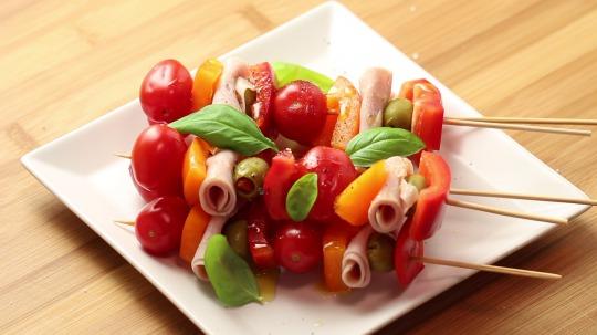 Rezept: Low Carb Schinken-Gemüse Schaschlikspieß