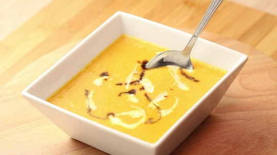 Rezept: Low Carb Kürbiscremesuppe mit Orangen Aroma