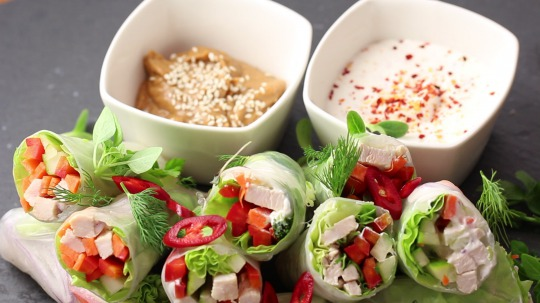Rezept: Low Carb Summer Rolls with Chicken Breast and Vegetable