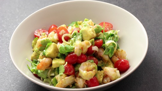 Rezept: Low Carb Avocado salad with lime and shrimps