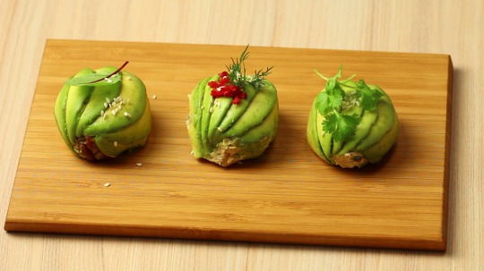 Recipe: Low Carb Avocado ball with salmon paste stuffing