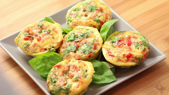 Rezept: Low carb muffins with eggs, ham and spinach