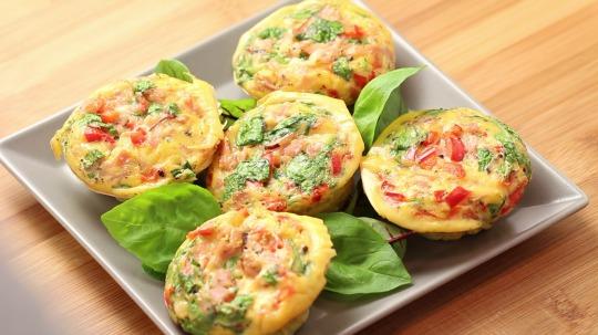 Rezept: Low Carb  Muffins mit Ei, Schinken und Spinat